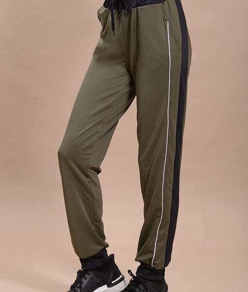 Con cordon en la cintura y recortes en el lateral