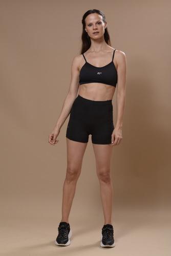 con recortes y elastico en cintura